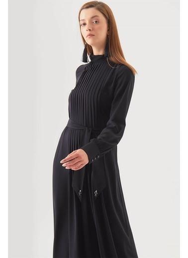 Vivencia Yaka Aksesuarlı Pileli Siyah Elbise Siyah